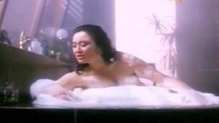 张敏浴缸洗澡被搞爆奶