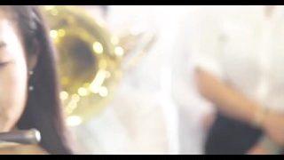 港独议员何君尧带令众港独人士表演歌曲《愿荣光归香港》, 见 00:22, 00:37, 01:44 — 女孩 少女 网红 美女 大 小 长 人 一